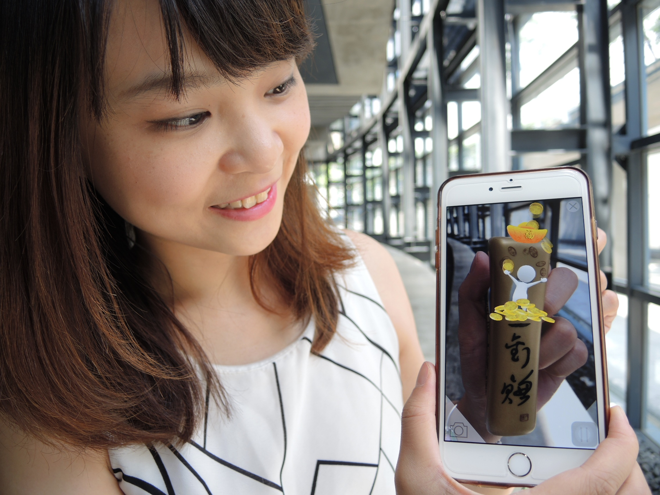 結合AR技術的「一定賺陶瓷釘書機」,送禮自用兩相宜。