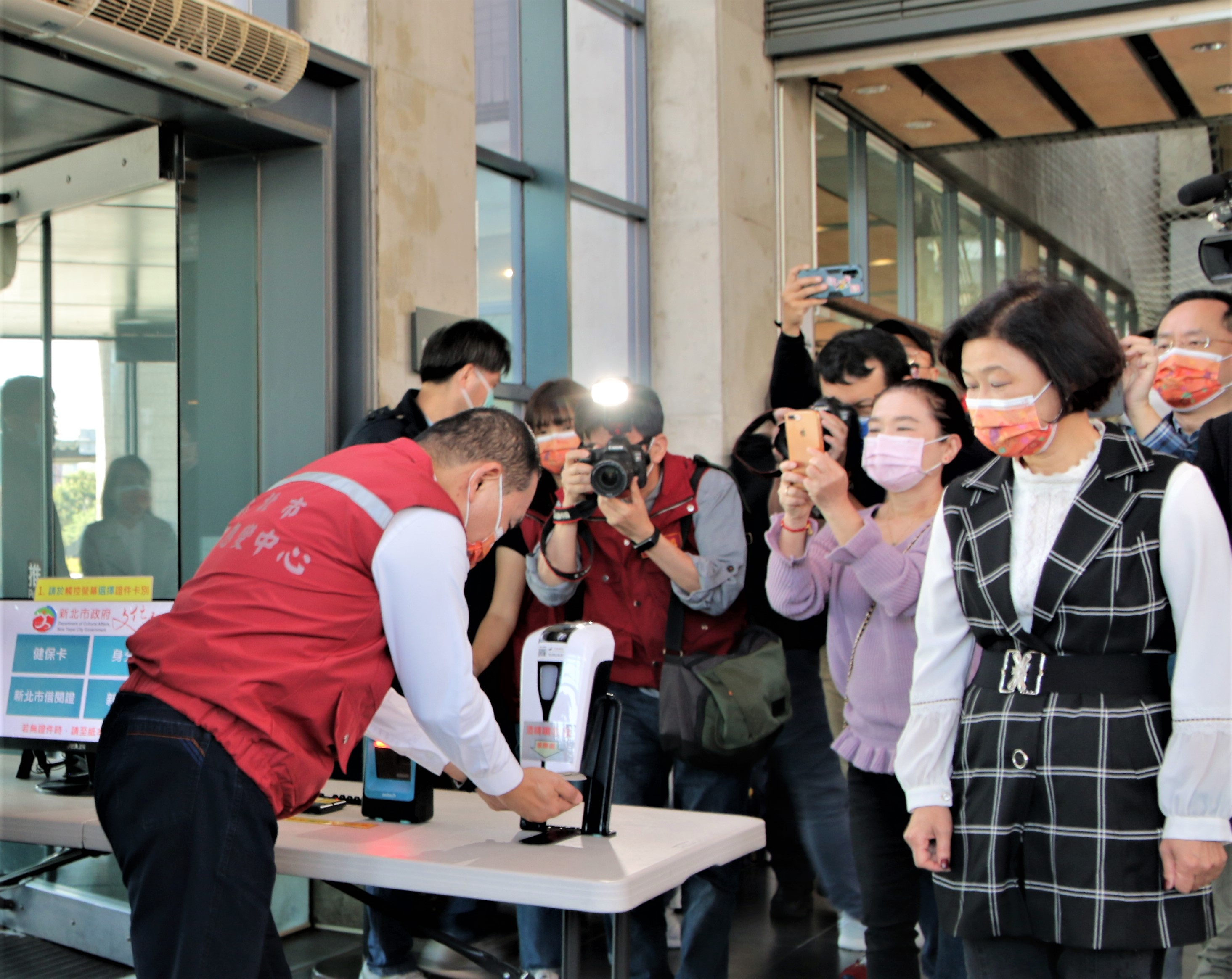 市長侯友宜率隊視察陶博館防疫工作。
