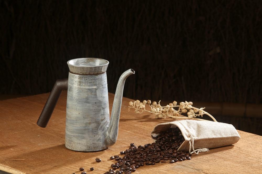 白粉引手沖咖啡壺